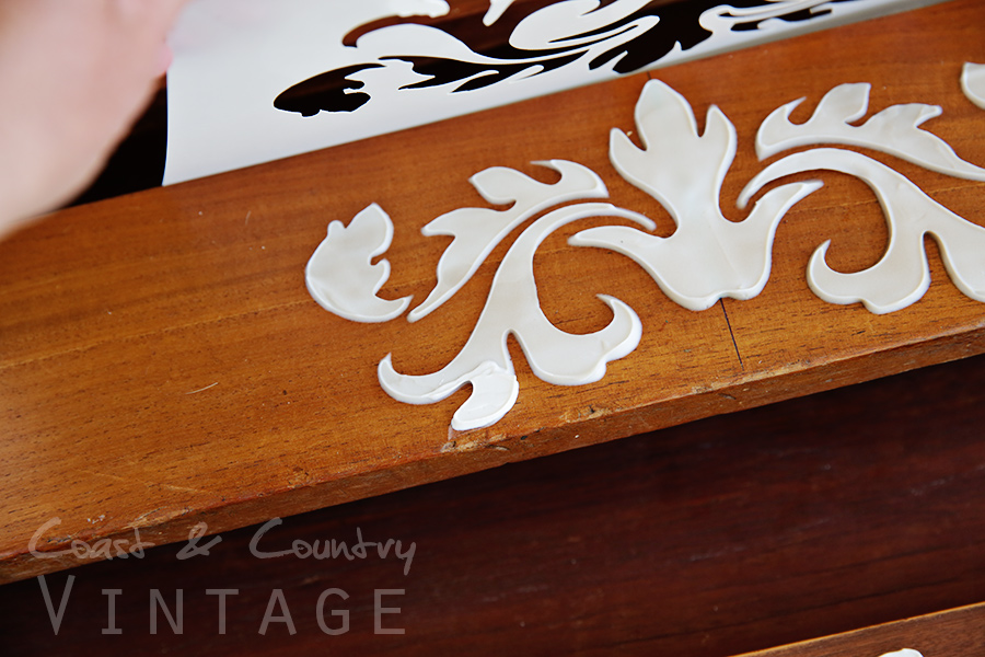 Raised Stencil Coast & Country Vintage